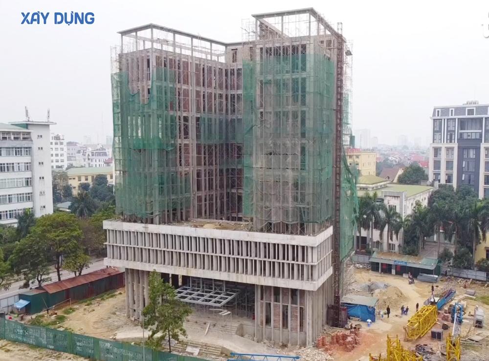 Nghệ An: Đứt cầu thang cuốn công trình 3 người tử vong, 8 người bị thương