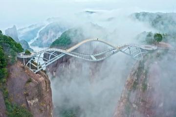 Cây cầu có kết cấu lạ mắt ở Trung Quốc