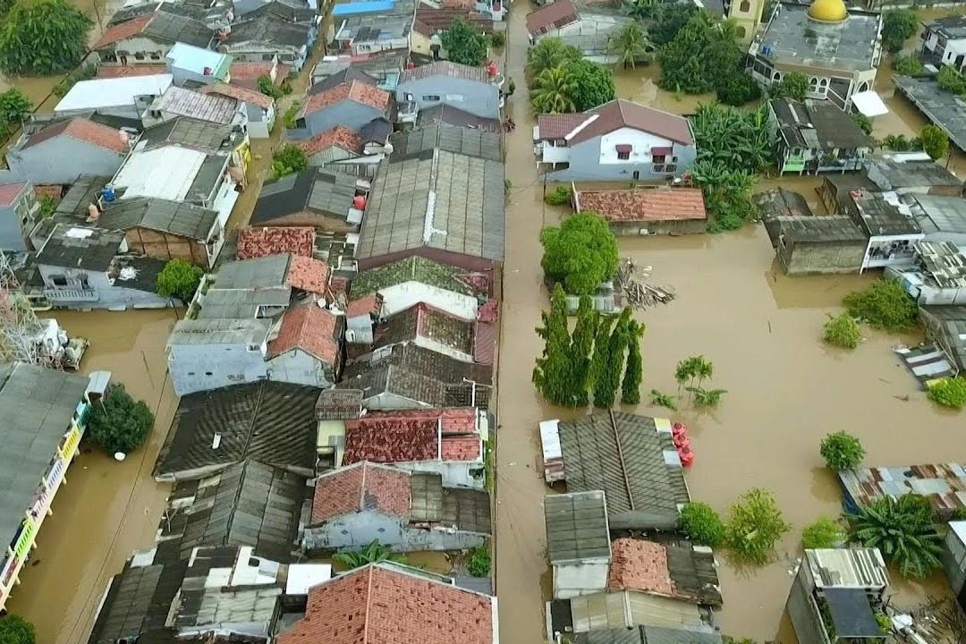 Mưa lũ nhấn chìm nhà cửa ở Jakarta