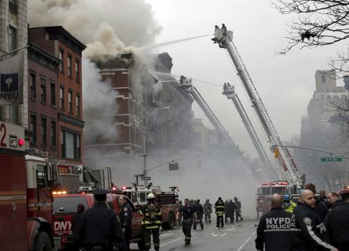 Nổ gây sập hai chung cư New York, 12 người bị thương