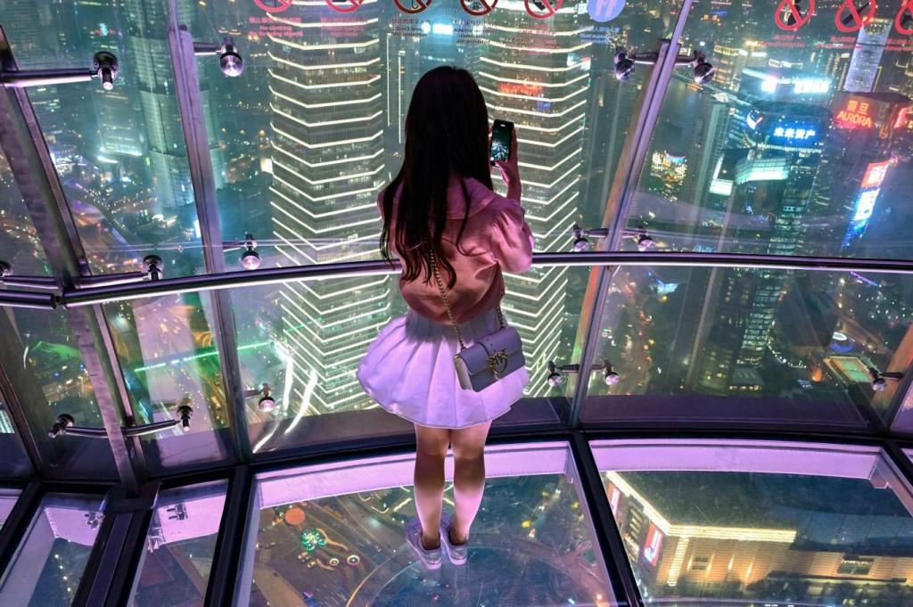 Các tòa nhà chọc trời ở Thượng Hải bắt đầu đón khách tham quan trở lại
