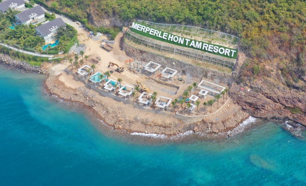Lấn vịnh Nha Trang, xây dựng không phép trên đảo Hòn Tằm