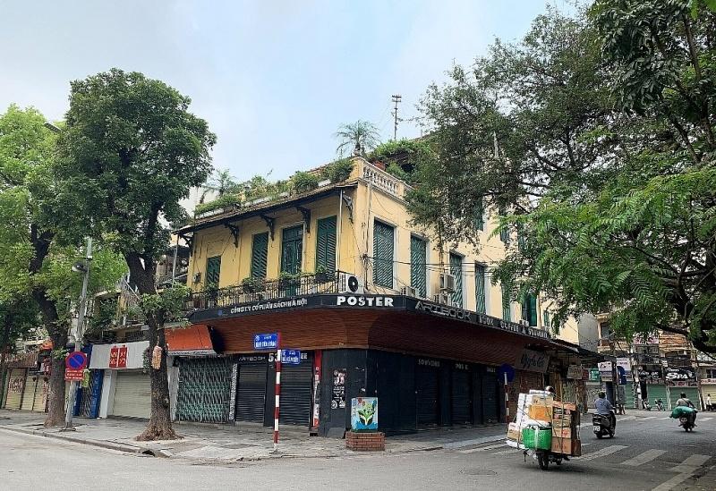 Phố phường Hà Nội vắng vẻ sau lệnh đóng cửa quán xá, nhà hàng