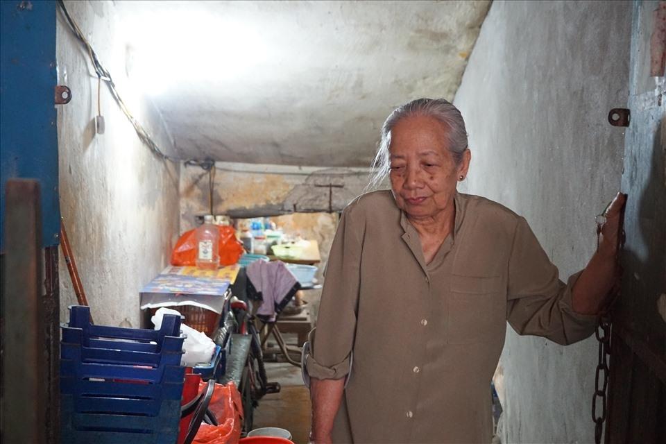 """Người dân sống trong chung cư cũ nát: """"Ở Hà Nội mà khổ hơn cả miền núi"""""""