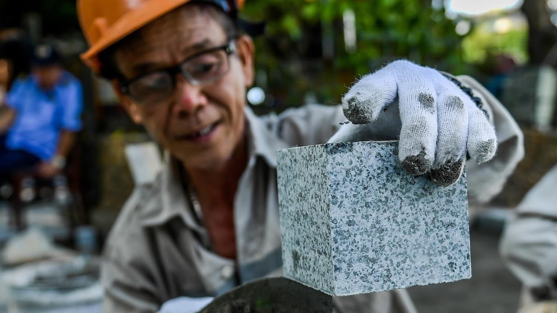 Hà Nội lát đá hoa cương cho vỉa hè hồ Hoàn Kiếm