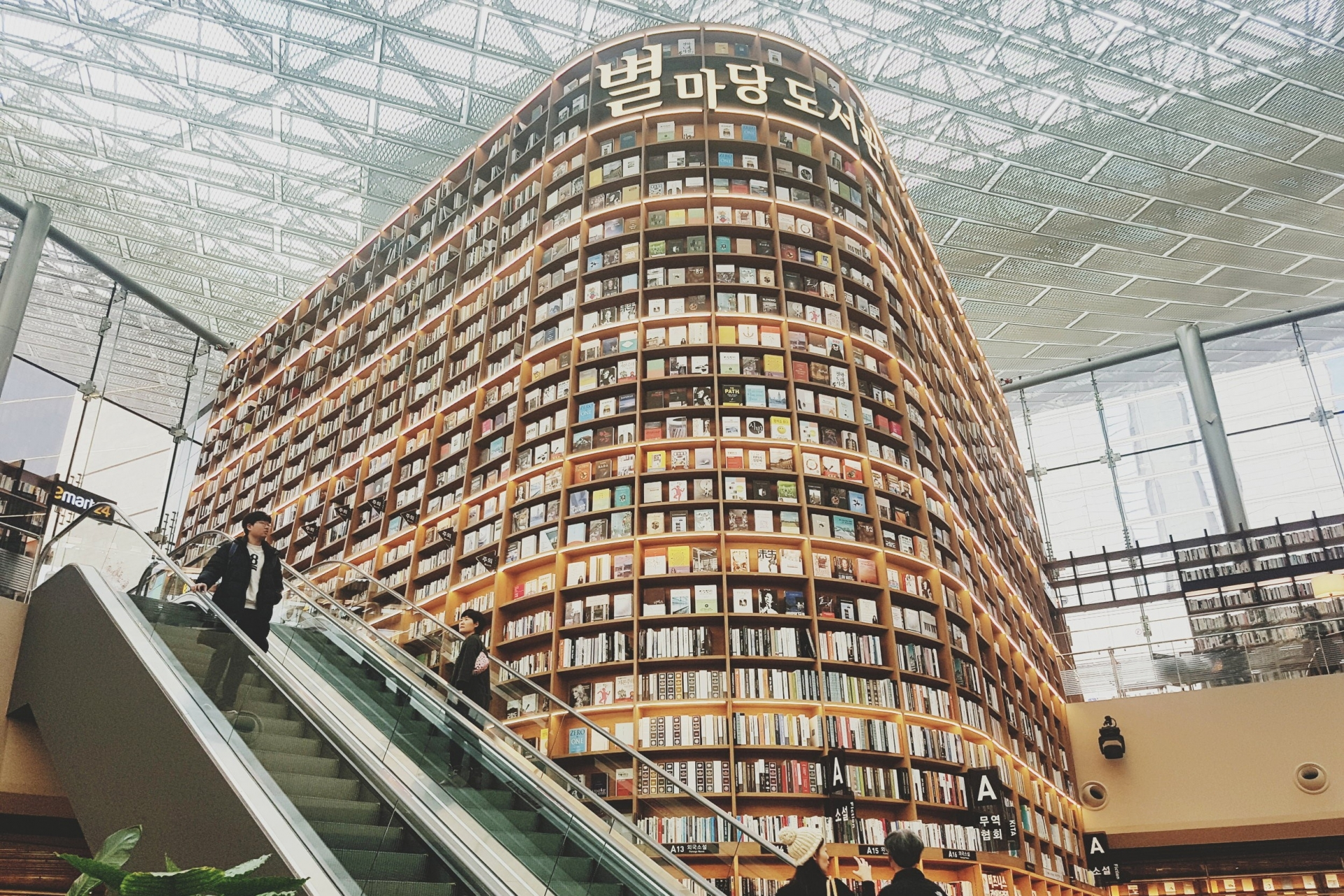 Thư viện khổng lồ nằm dưới lòng đất