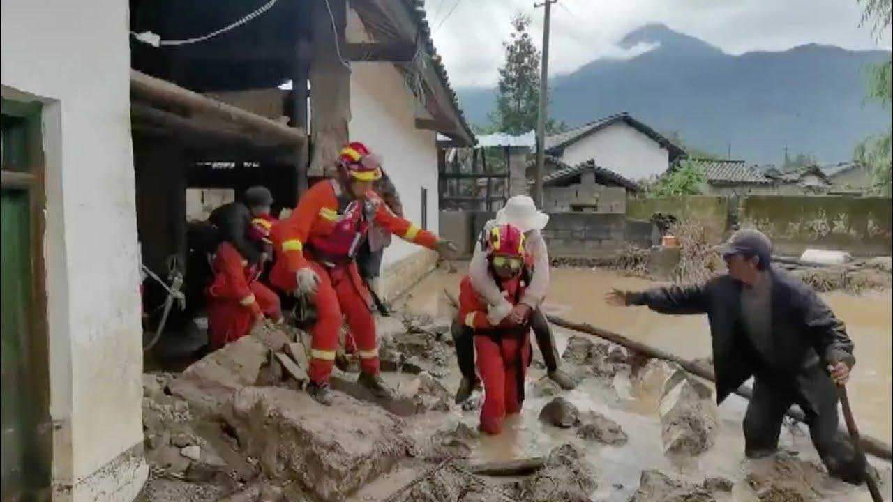 Mưa lớn khiến 12 người thiệt mạng, 10 người khác mất tích ở Trung Quốc