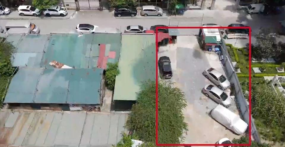 """""""Hô biến"""" đất công viên cây xanh thành bãi trông giữ xe trái phép ở Hà Nội"""