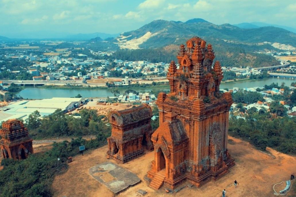 Tòa tháp tồn tại gần 1000 năm ở Bình Định