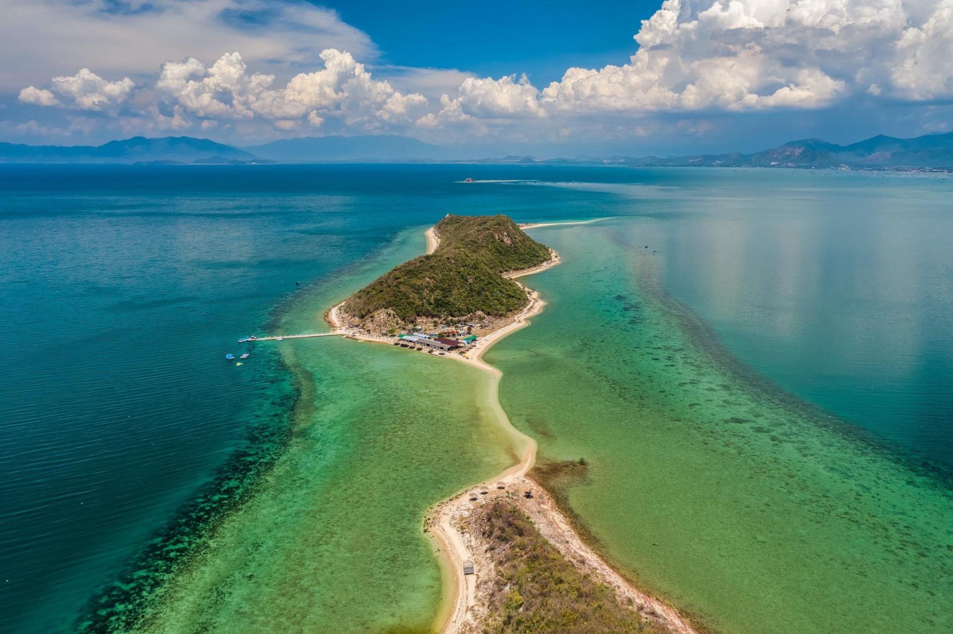 Vẻ đẹp nguyên sơ của đảo Điệp Sơn nhìn từ trên cao