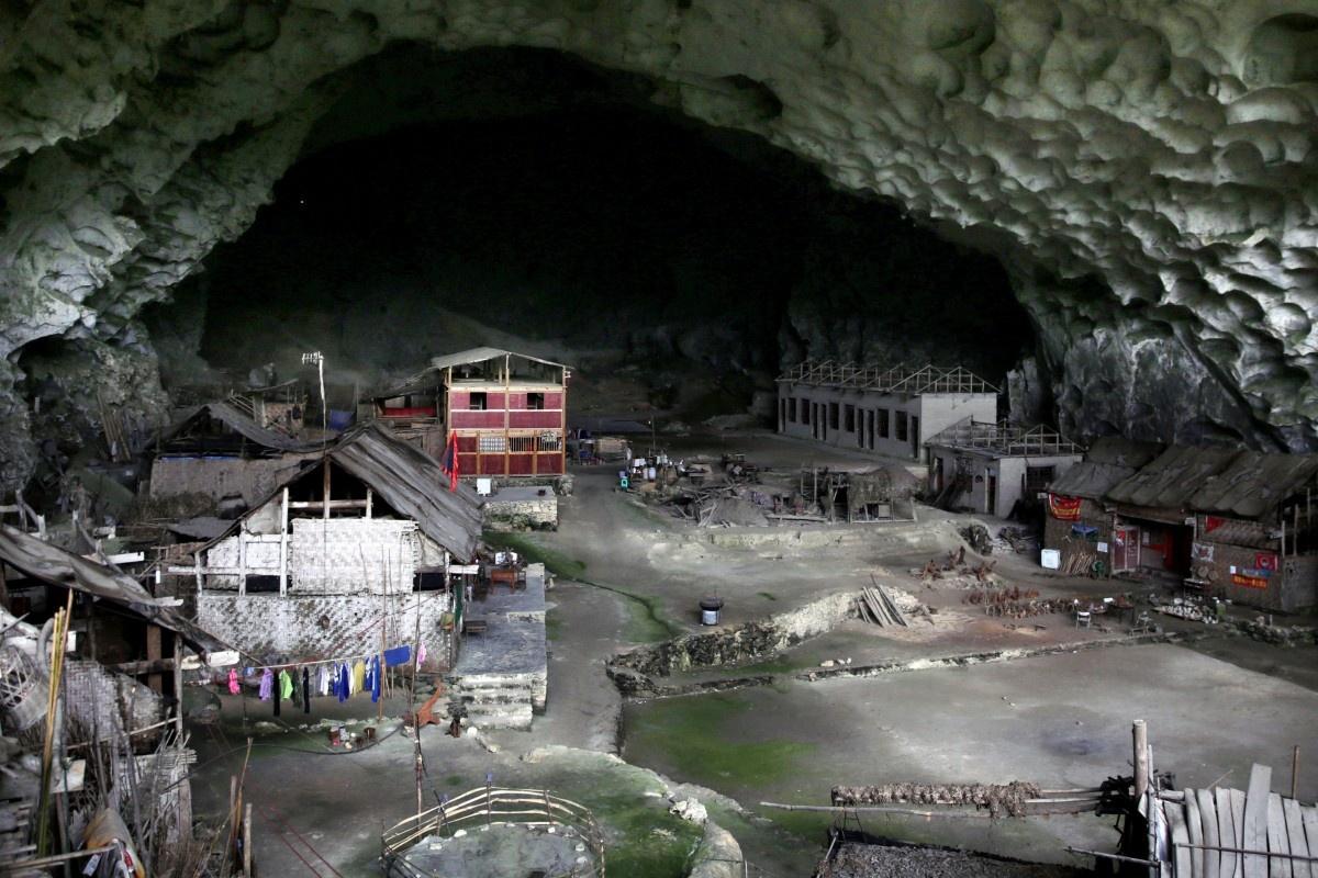 Ngôi làng trong hang động của người Miêu ở Trung Quốc
