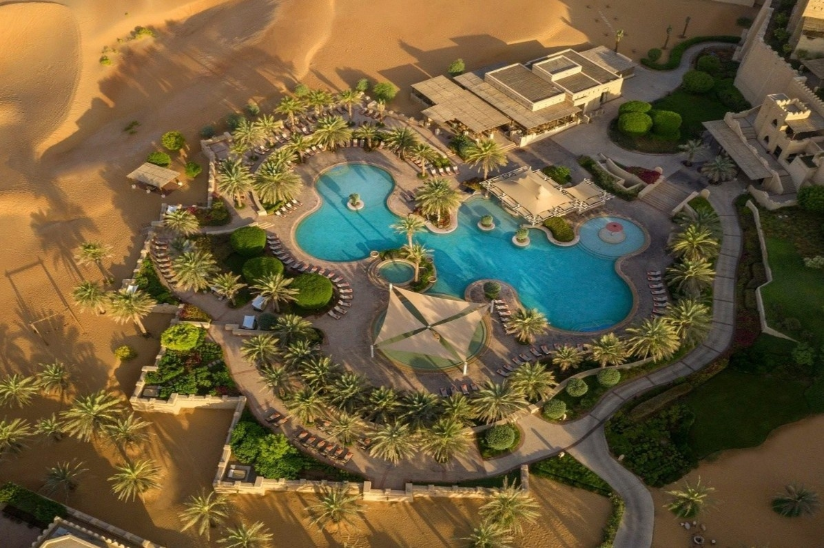 Resort 5 sao xây giữa sa mạc cát lớn nhất thế giới