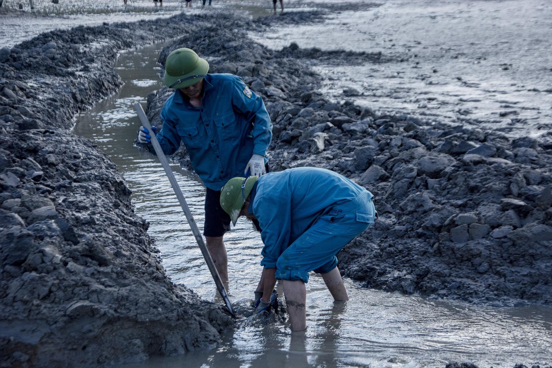 Đào 1.000 mét kênh đưa nước về Hạ Long
