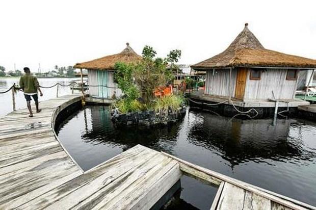 Resort độc đáo trên 'đảo nổi' làm từ rác thải nhựa