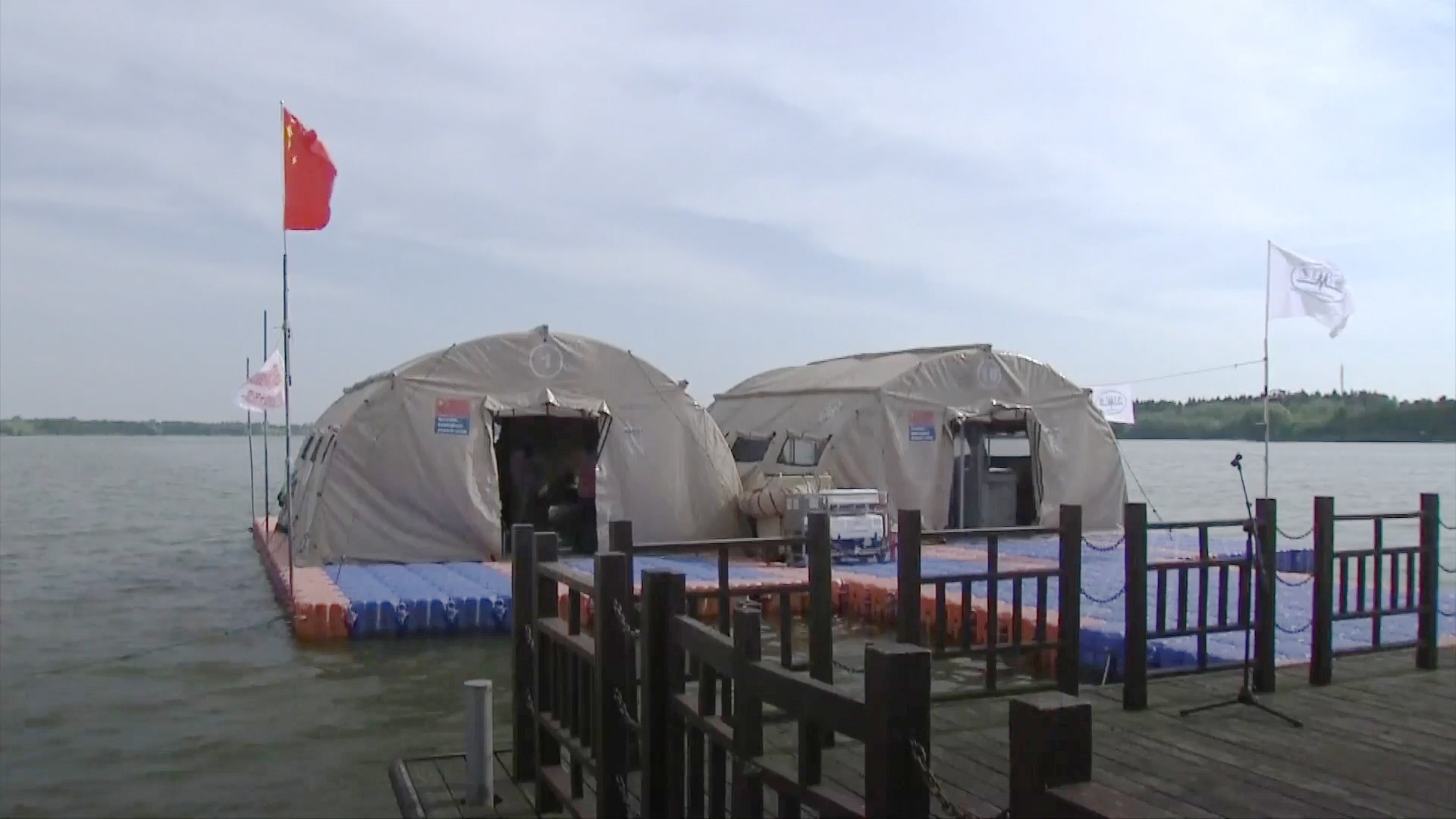 Trung Quốc xây dựng bệnh viện nổi để đối phó với lũ lụt