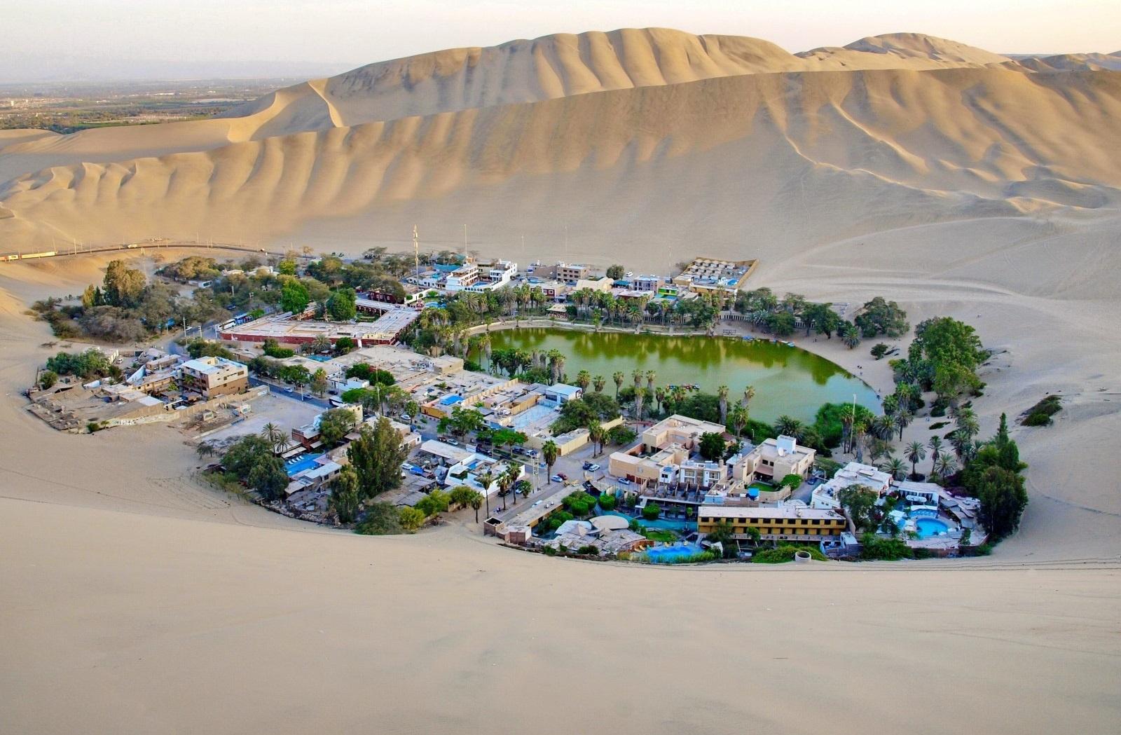 Ngôi làng bao quanh ốc đảo hiện lên như ảo giác ở Peru