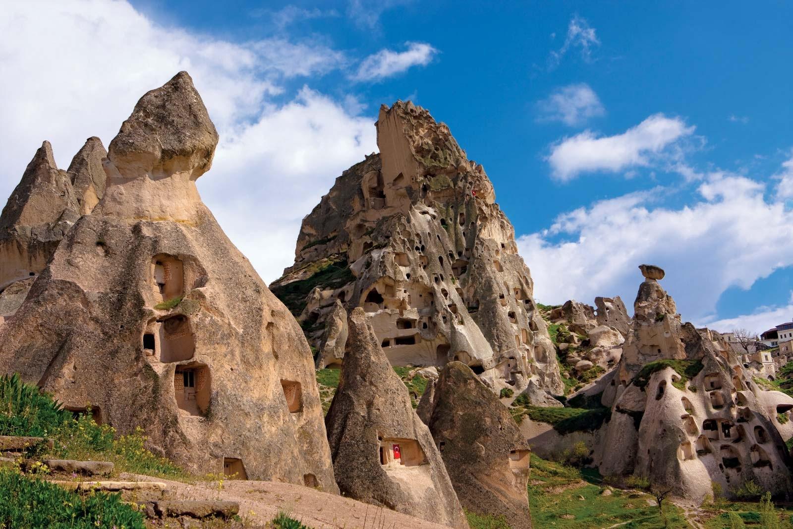 Cụm nhà thờ trong hang động núi lửa lâu đời nhất thế giới