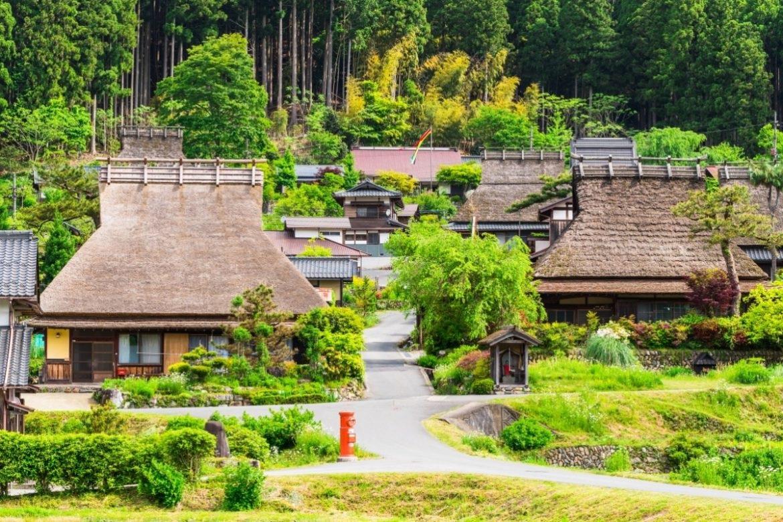 Ngôi làng mái tranh đẹp như cổ tích ở Nhật Bản