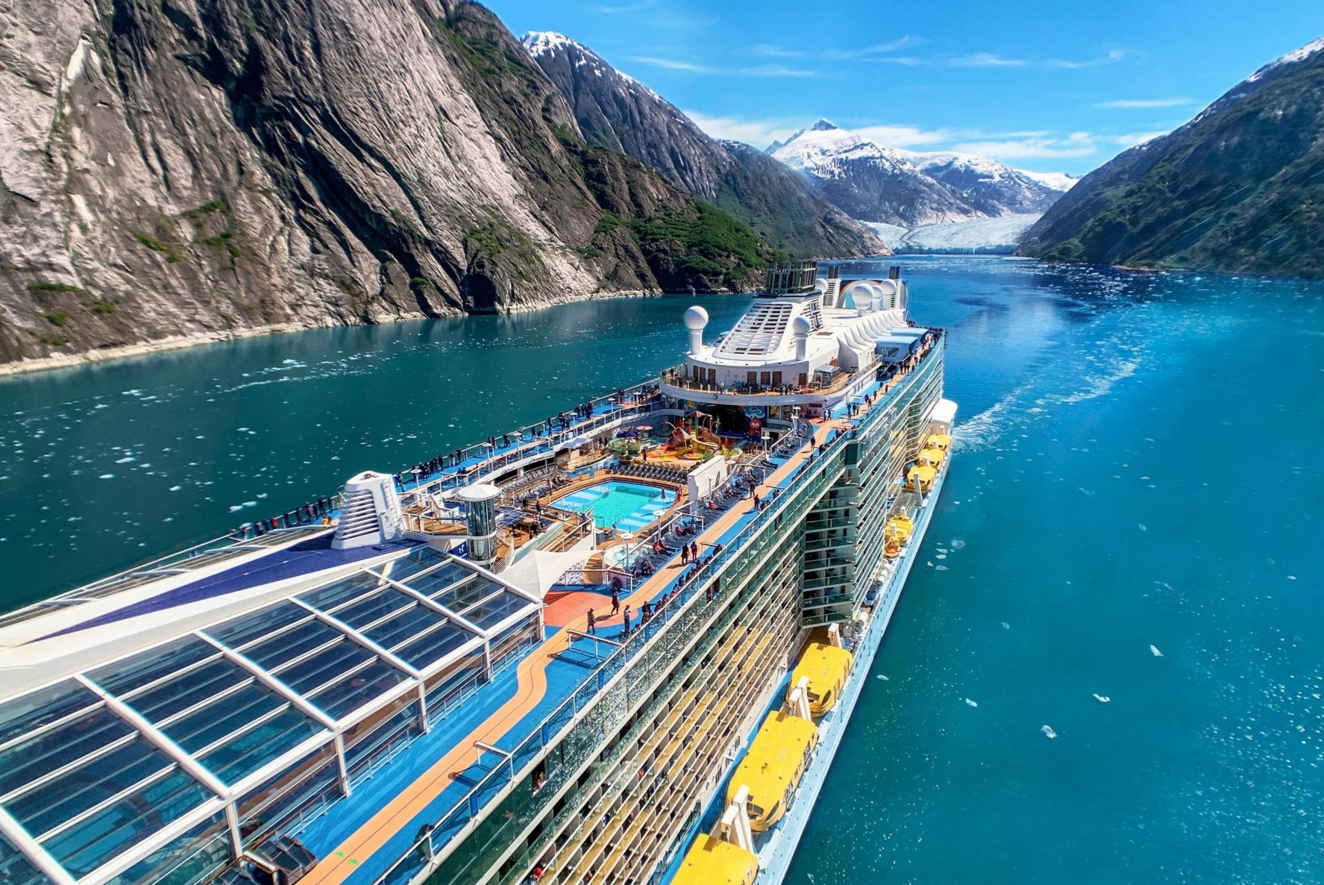 Cuộc sống trên siêu du thuyền lớn bậc nhất thế giới