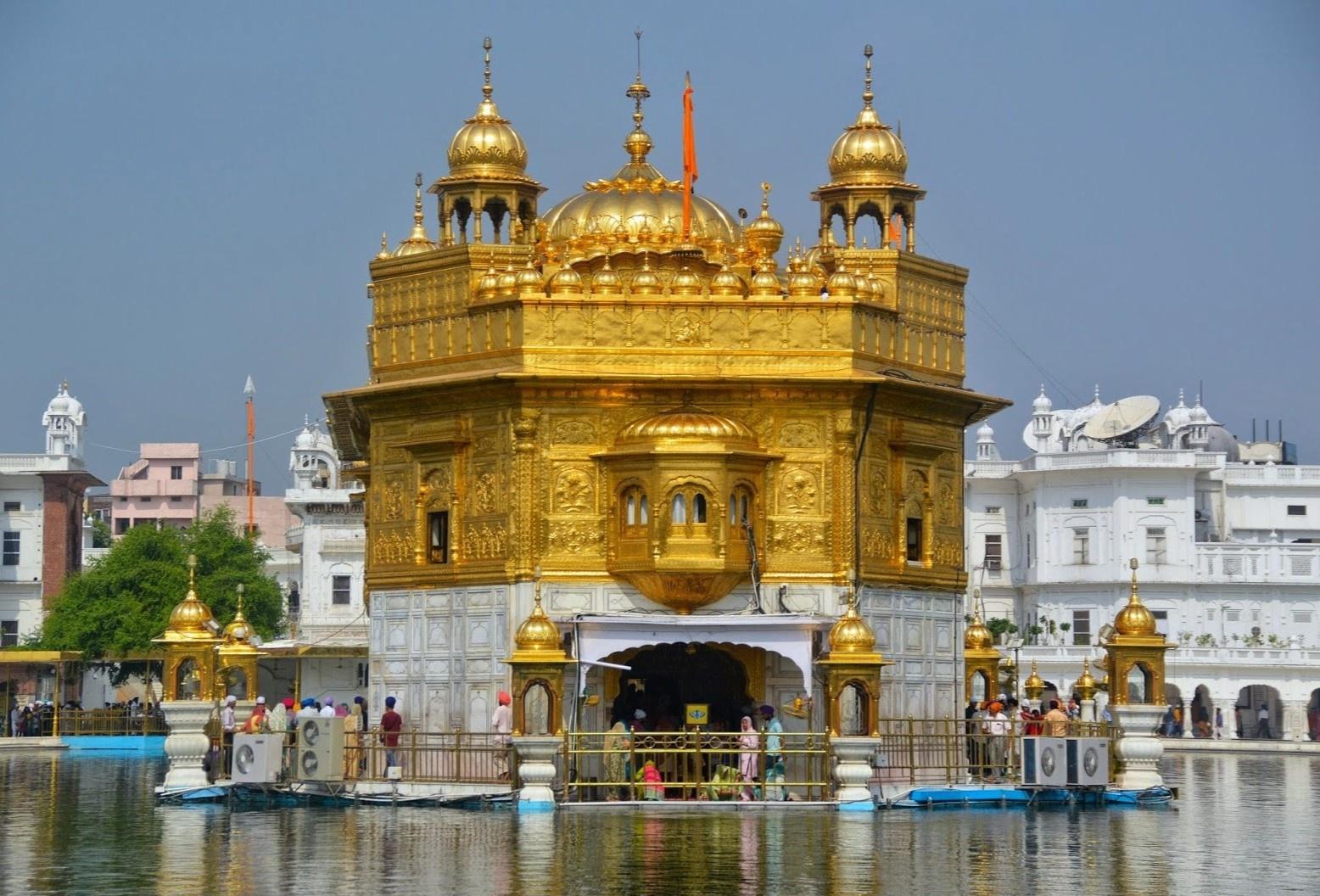 Ngôi đền dát vàng nổi tiếng ở Ấn Độ