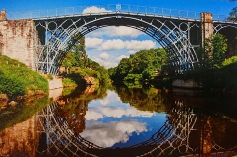 Cầu sắt lâu đời nhất thế giới