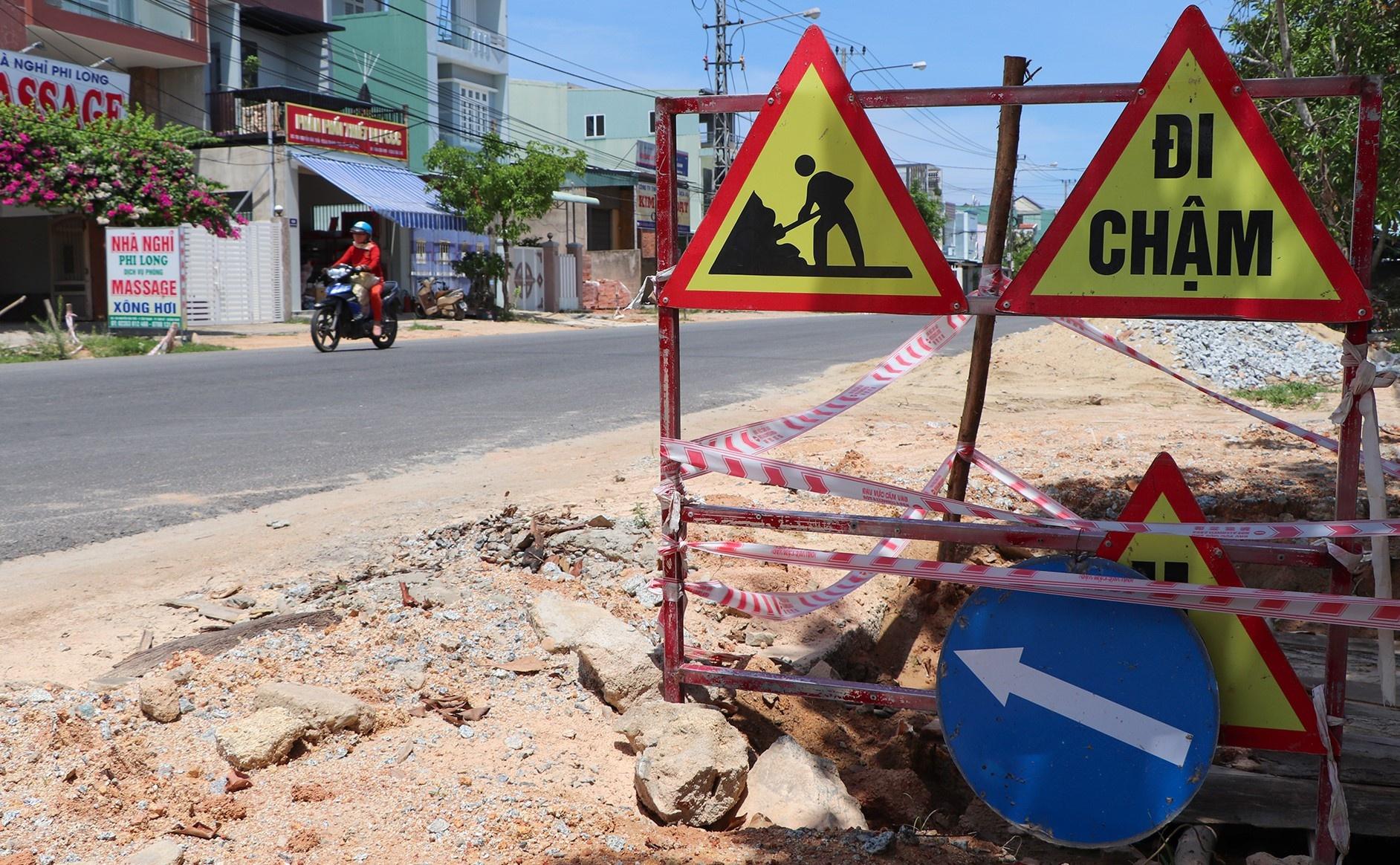 Người dân bức xúc với đoạn đường 26 tỷ thi công dang dở