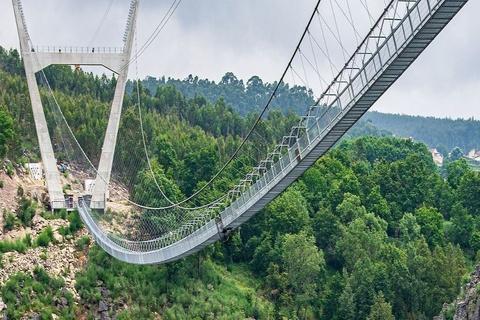 Cầu treo đi bộ dài nhất thế giới