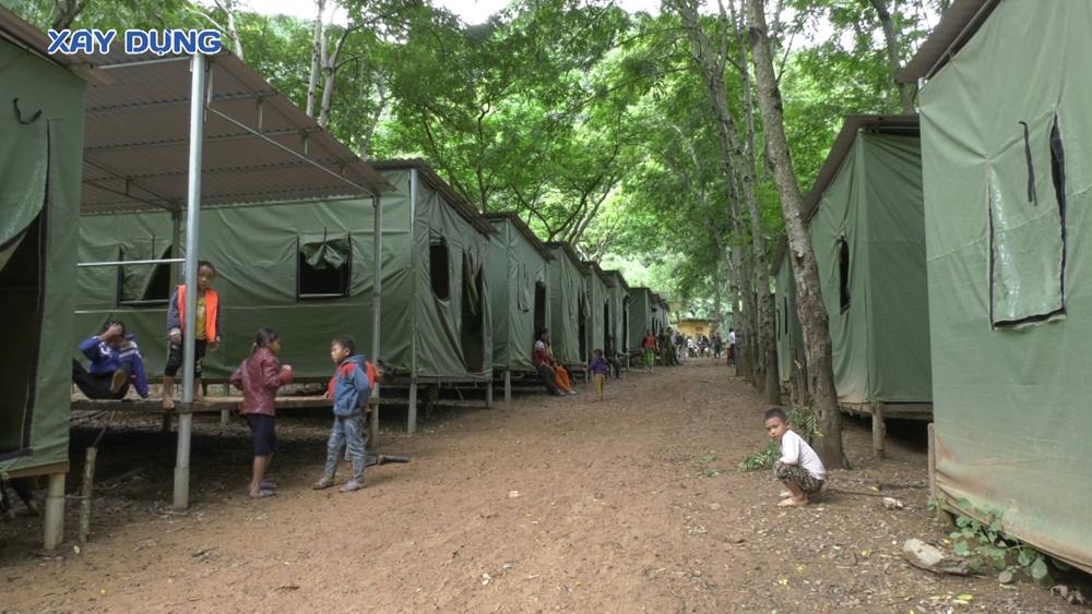 Nghệ An: Sơ tán khẩn cấp hàng trăm hộ dân đến lán trại tập trung