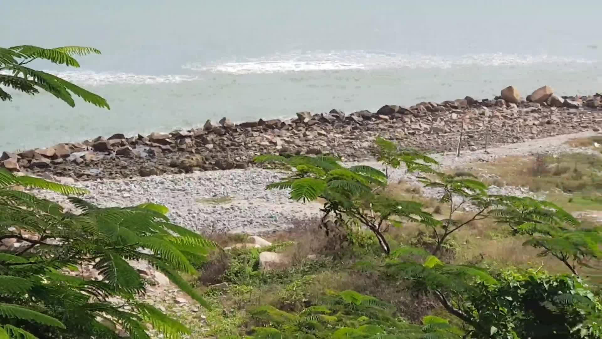 """Dự án """"đất vàng"""" hàng chục triệu đô lấn biển bị bỏ hoang ở Nha Trang"""