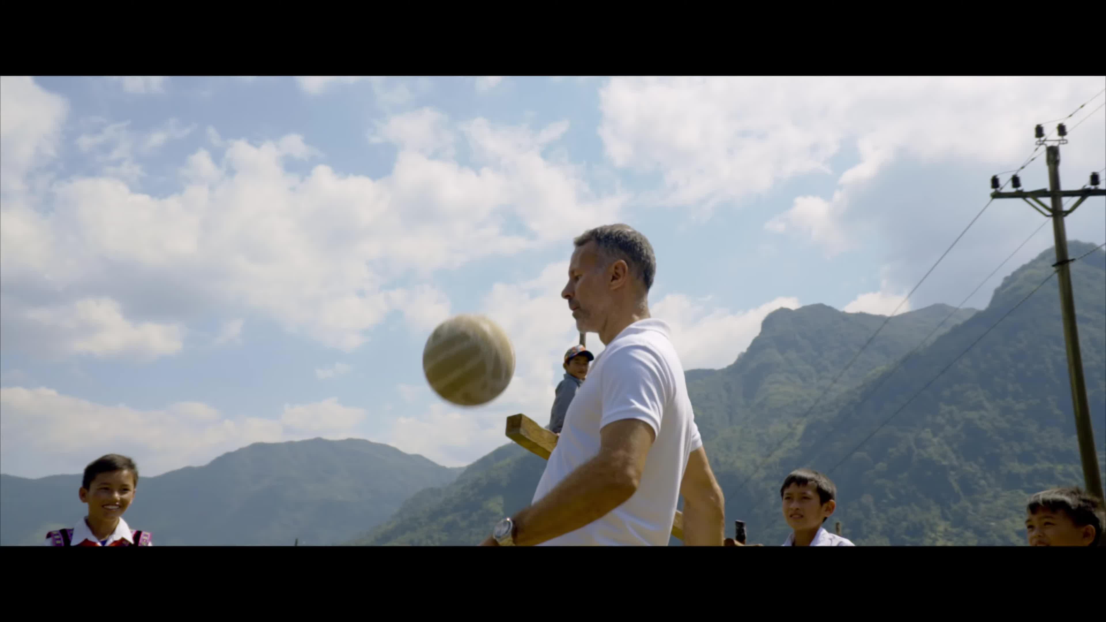 Danh thủ Ryan Giggs đi phượt ở Hà Giang.