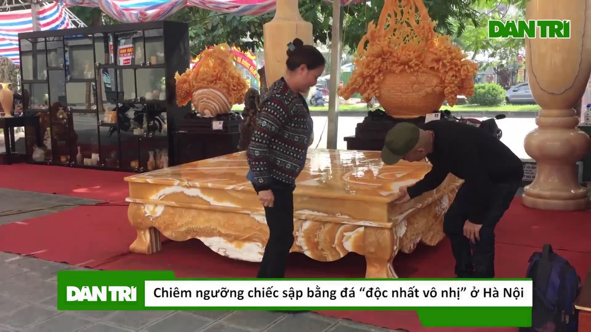 """Chiêm ngưỡng chiếc sập bằng đá """"độc nhất vô nhị"""" ở Hà Nội"""