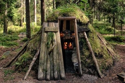 Khách sạn nơi du khách ngủ trong lều đất