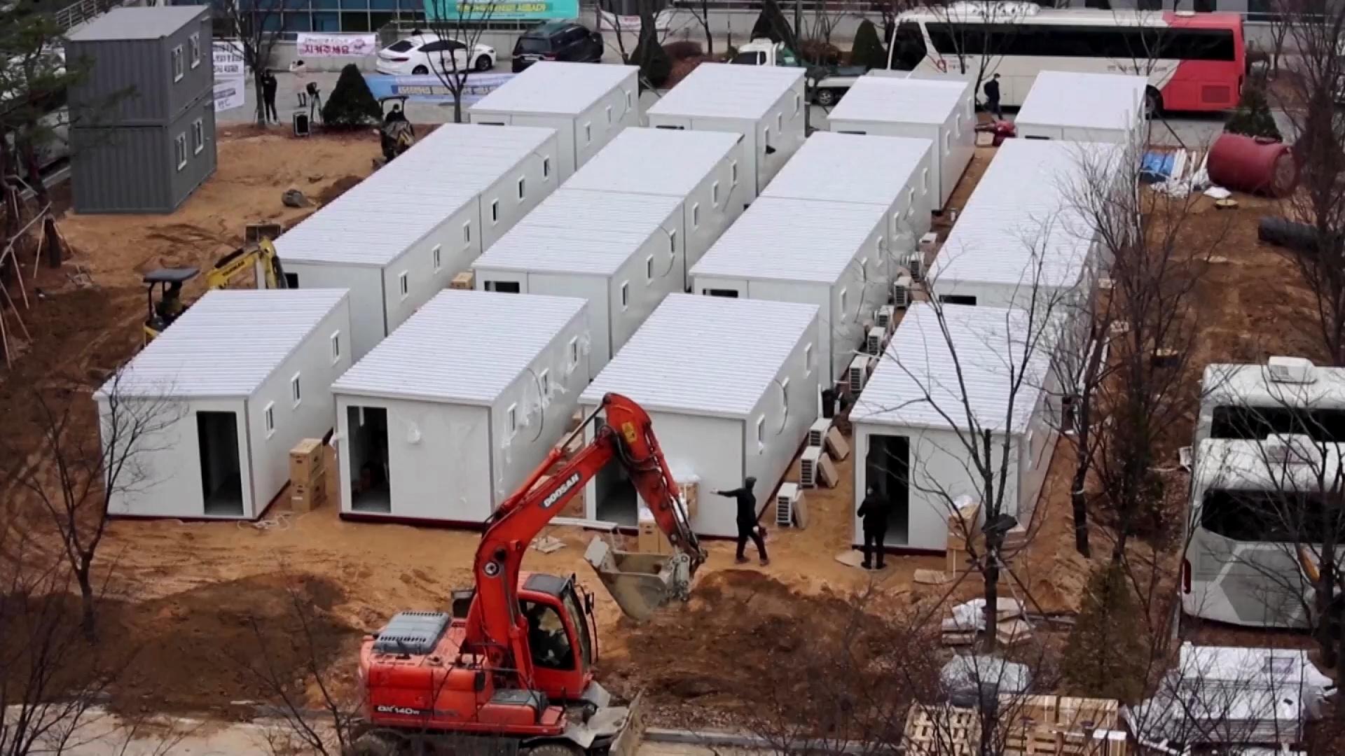 Hàn Quốc đặt giường bệnh trong thùng container