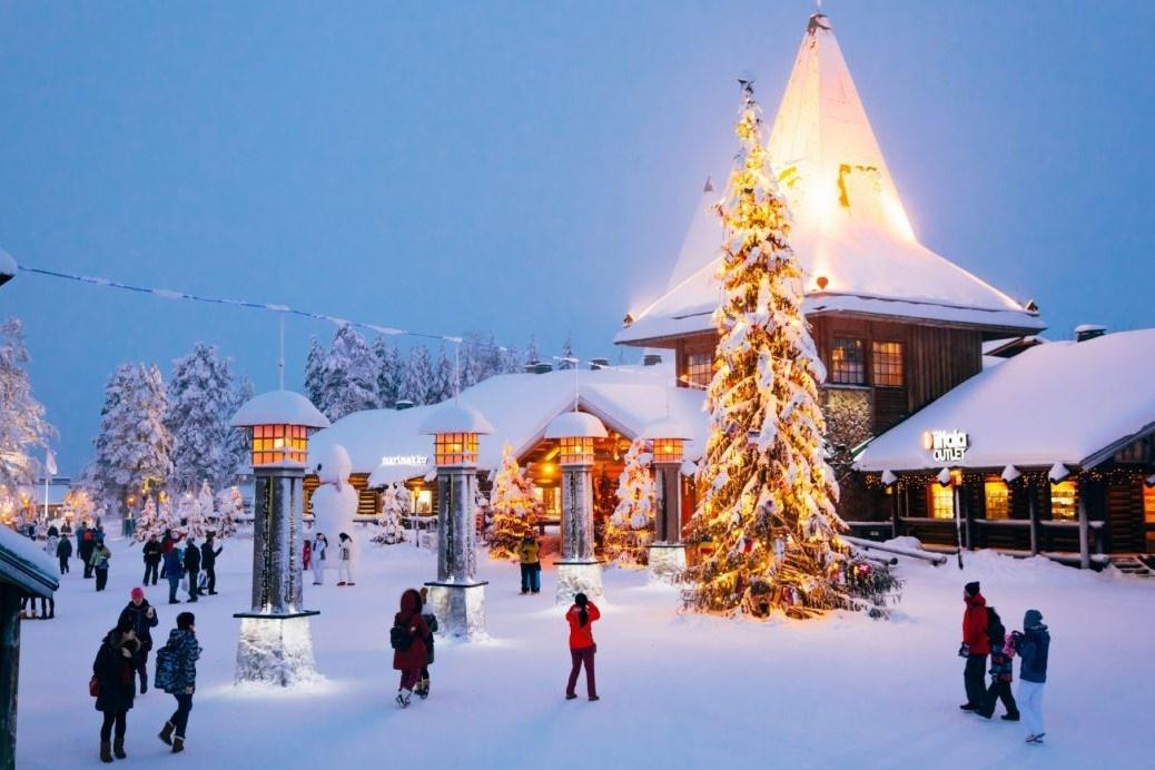 Ngôi làng của ông già Noel vắng bóng người