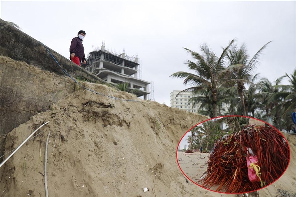 Bờ biển Đà Nẵng tan hoang, người dân vội vã dời tài sản