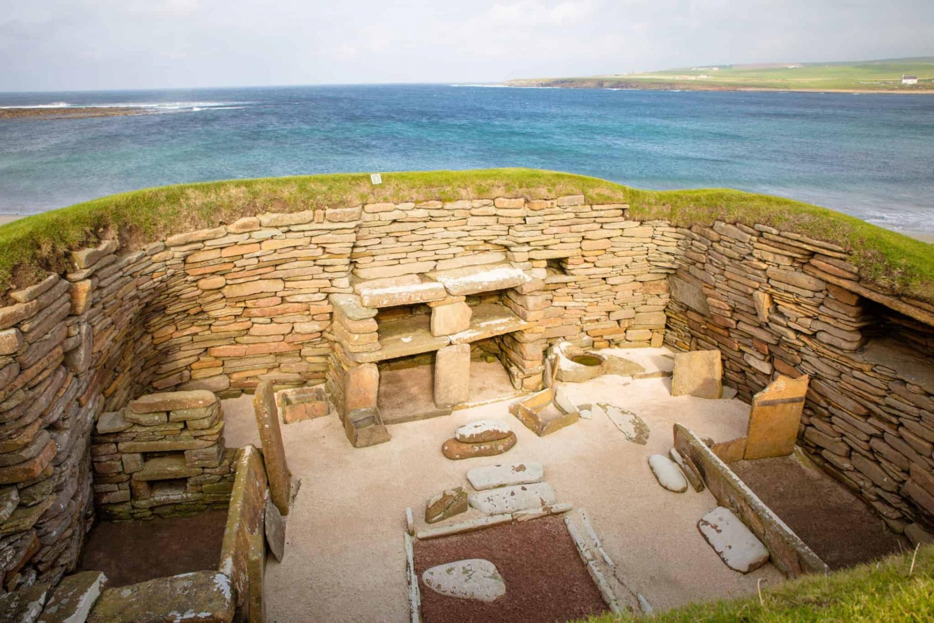 Ngôi làng 5.000 năm tuổi từng bị chôn vùi ở Scotland
